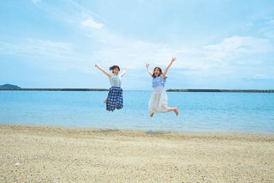 透き通るマリンブルーのビーチで開放感あふれる夏を全身で満喫