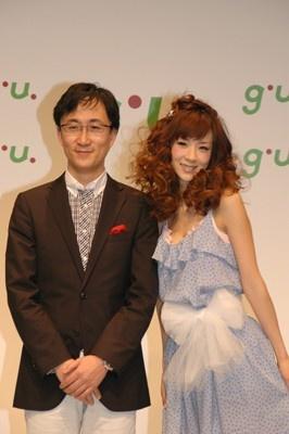 「ジーユー」を運営するGOVリテイリングの柚木 治社長とほしのさん