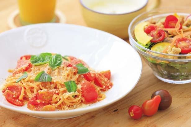 メイン料理が選べる、グリナリランチセット(1500円)。写真はグリナリのトマトパスタ/グリナリウム淡路島