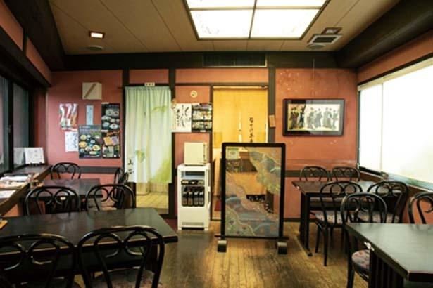 食事処は1階8席、2階16席、3階20席の3フロア構成/とようけ茶屋