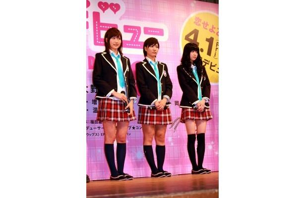 【写真をもっと見る】大野いと、逢沢りな、宮澤佐江のミニスカ&ハイソックスの制服姿がまぶしい