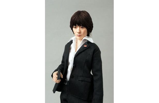 真木よう子扮する「SP」の人気キャラクター・笹本絵里がフィギュアになって登場