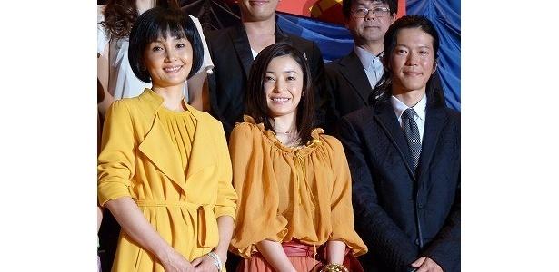 映画「ジーン・ワルツ」の初日舞台あいさつに登場した南果歩、菅野美穂、田辺誠一(写真左から)