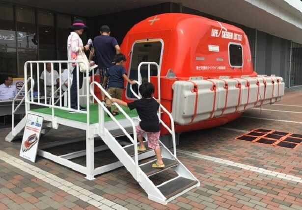 津波・水害対応型救命艇は、南海トラフ地震に備えて、高知や静岡に多く設置されている