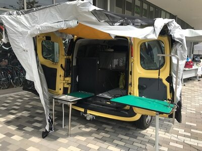 動物救護車両には水のタンクも備えられている