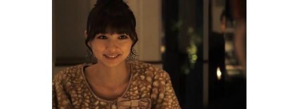 【画像】運命の彼にキュートな笑顔を見せる麻里子様