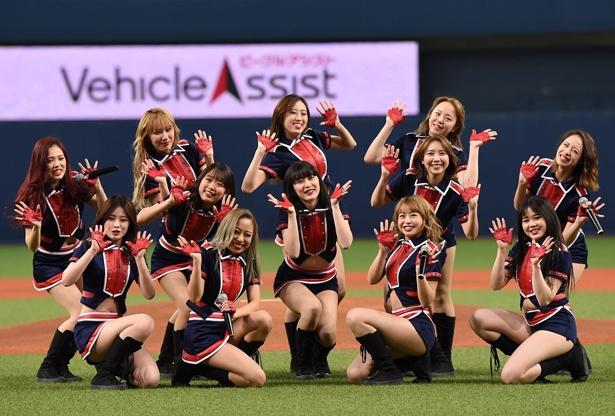 球団公式ダンス&ヴォーカルユニット「BsGirls」が試合を盛り上げる!
