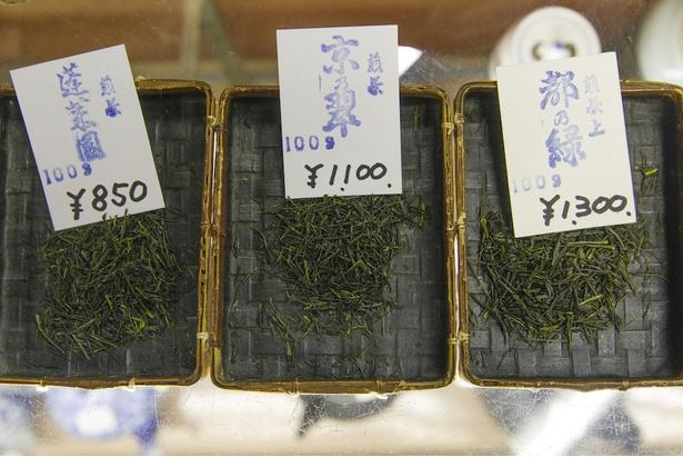 比べてみると、煎茶でも少しずつ見た目が異なる。適した煎れ方もそれぞれ違うという