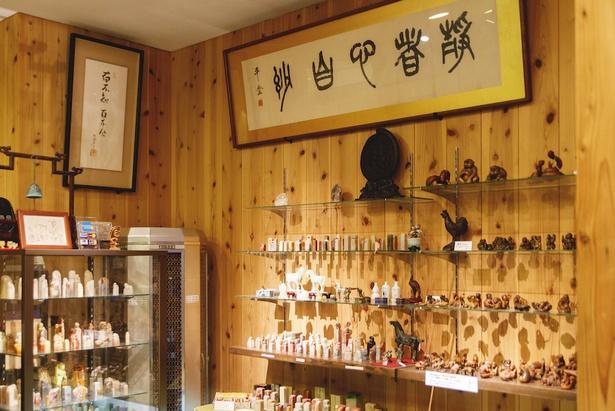 店内には、落款印に用いる石印材や書道にまつわる品もそろう
