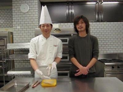 辻製菓技術研究所の先生がお手軽バトン・ショコラの作り方を伝授