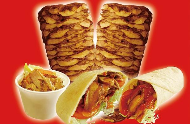 香ばしいお肉と野菜にスパイシーなソースがかかったケバブは、暑い夏にピッタリ!