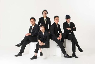 長谷川真一氏、濱田康裕氏、渡辺 敦氏、前澤弘明氏、川上伸也氏の5人が1990年に結成した日本初のアカペラグループ「チキンガーリックステーキ」