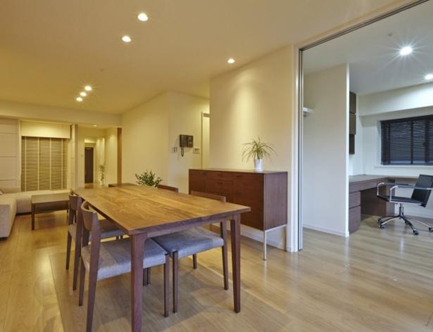 築数年の経ったマンションを、温かみのあるリビングというコンセプトでリフォーム