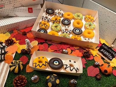 小さなモンスターが大集合した『ミニ ボックス(20個)』(2000円)、『ミニミニ ボックス(3個)』(420円) ※10個入り(1210円)も販売