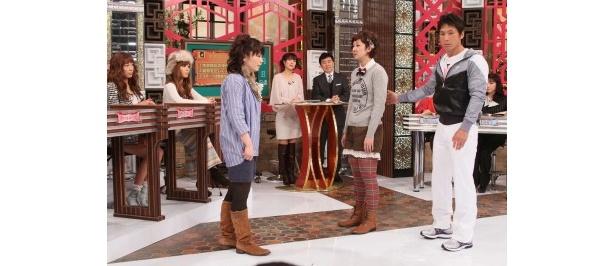 【写真】相方の伊藤さおりからも「ゴリラ歩き」と言われるほど姿勢が悪い虻川美穂子が、姿勢矯正にチャレンジする場面はこちら!