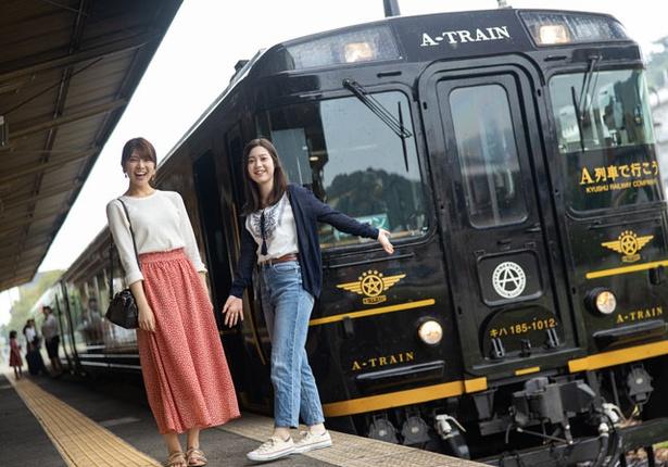 三角駅に到着♪駅のホームで列車と記念撮影も◎