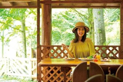 テラス席で食べるのも気持ちいい/森のレストラン アーチ