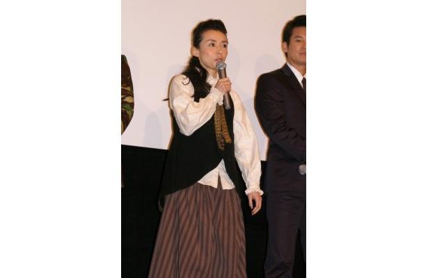 「この悪天候の中、こんなに大勢の方が(劇場に)来てくれたことが奇跡」と述べた中嶋朋子