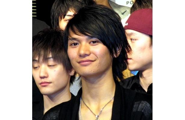 篠谷聖は「NAKED BOYZに入れることになって、本当にうれしく思っています」と笑顔