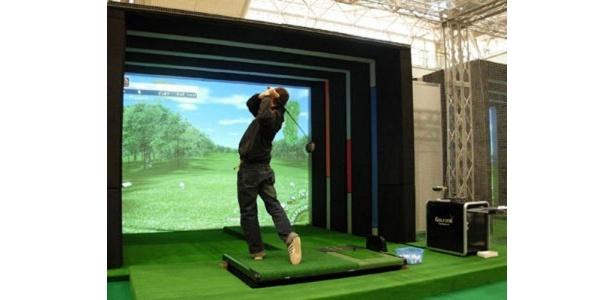 人気のシミュレーションゴルフも楽しめる