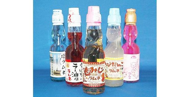 広島名物のもみじまんじゅうの味を再現したラムネから、大ブームになった食べるラー油をイメージしたラムネまで、おもしろラムネが勢ぞろい