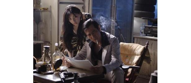 【写真】原紗央莉が演じるのは反政府組織に属する謎の美女・冴子