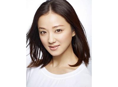 「さが維新行列」では、11代佐賀藩主・鍋島直大(なおひろ)の夫人・栄子(ながこ)役として女優の中越典子が登場