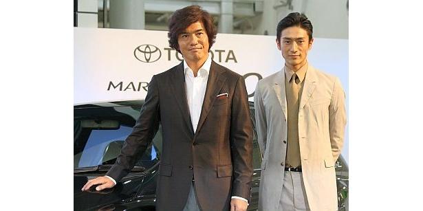 佐藤浩市さんと伊勢谷友介さんが「TOYOTA MARK X ZiO」の新CM発表会に出席(左から)