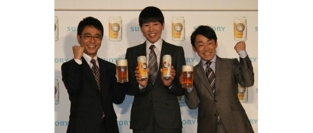 サントリー「ジョッキ生」新CM発表会に登場した八嶋智人、和田アキ子、石井正則(写真左から)