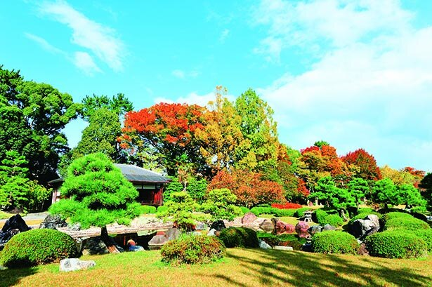 3つの庭園を巡りながら色とりどりの紅葉をめでる