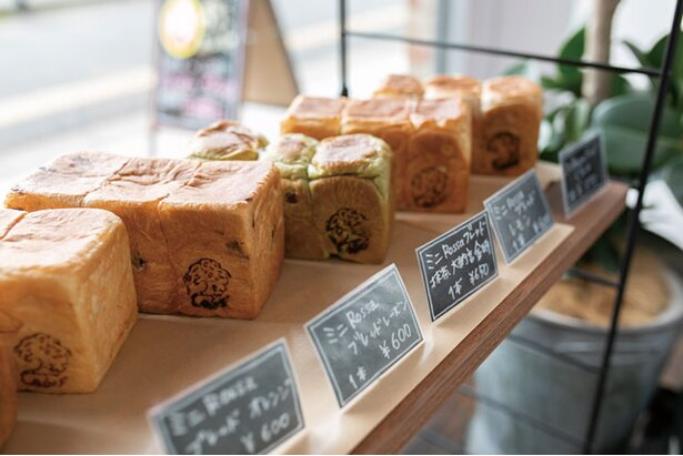 ミニ食パン(570円~)は6種類ほどあり、目移りしそう / Bakery&Coffee Rossa Garage