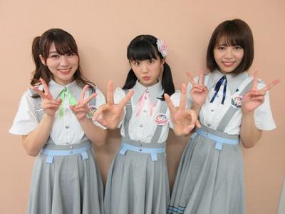 「SUPER☆GiRLS」の左から坂林佳奈・阿部夢梨・井上真由子
