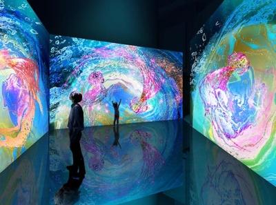 来場者が触れることによって生み出されるカラフルなクラゲのアート演出