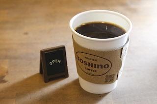 焙煎機から深い香りが漂う「TOSHINO COFFEE」