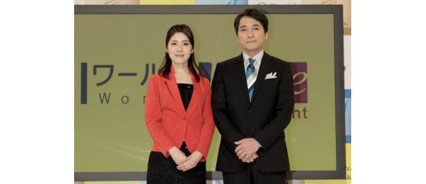 BS1「ワールドWave トゥナイト」のキャスターを務める鎌倉千秋アナウンサー、記者の河野憲治(写真左から)
