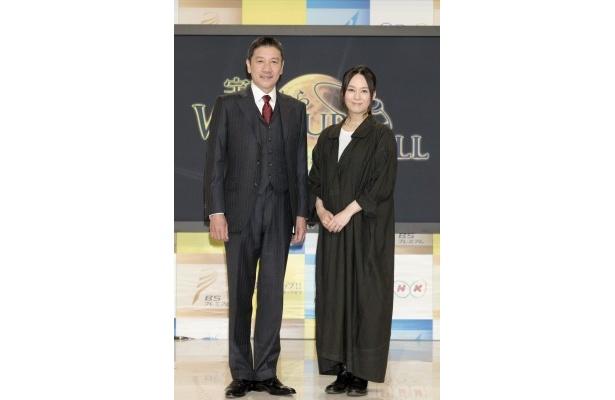BSプレミアム「宇宙からのウェイクアップコール」のナレーターを担当する奥田瑛二、奥貫薫(写真左から)