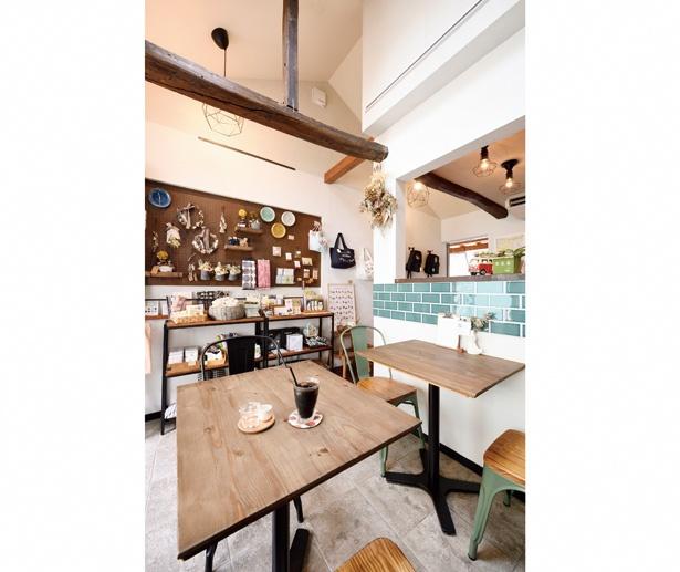 「tekolin」の店内は、随所に淡い色のタイルを施した癒しの空間