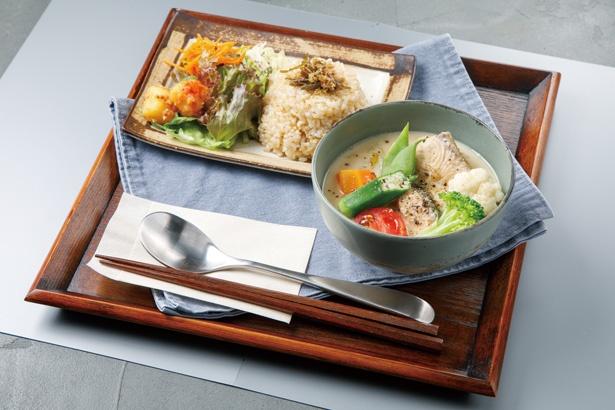 魚や肉、野菜など旬の食材を味わえるスープ「ふだんのスープ」(600円) / 本屋のとなり 喫茶わに