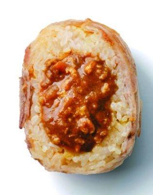「南家」では、カレー屋が作る肉巻きおにぎり(420円)が食べられる♪