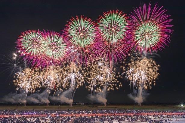【写真を見る】ボランティアにより運営される、全国でも珍しい手作りの花火大会