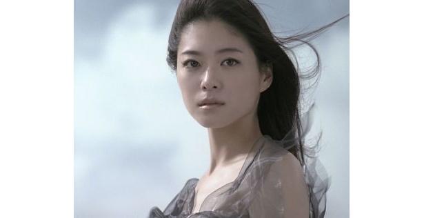 美白ブランドを表現するのにふさわしい新モデルとして起用された上野樹里さん