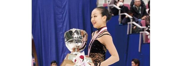 日本選手権や世界選手権などからえりすぐりの演技を収録