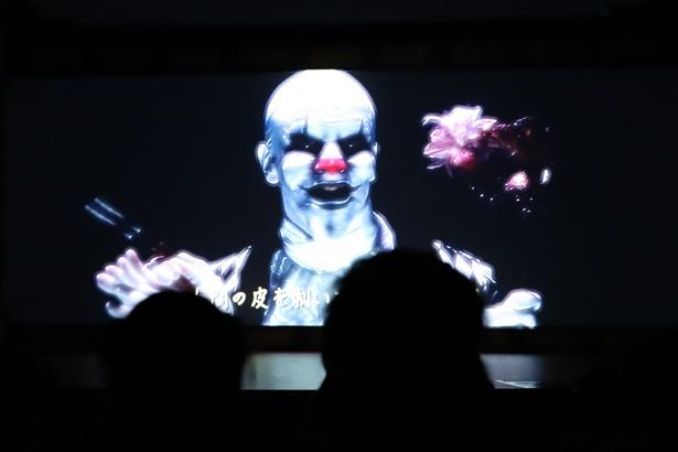 【写真を見る】思わず目をそむけたくなる恐ろしさ!ホラーコンテンツ「ゴーストピエロ マスカレードシアター」で上映される映像のワンシーン