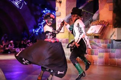 ハロウィンの新作パレードは仮面舞踏会がテーマ!