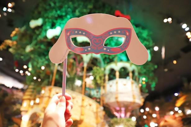 「カワイイマスカレードマスク」があればパレードがさらに楽しくなる! ※写真は紙製(400円)