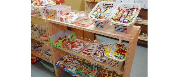 「駄菓子バー平岸商店」駄菓子がいっぱい