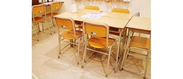 1組¥20,000近い机とイス