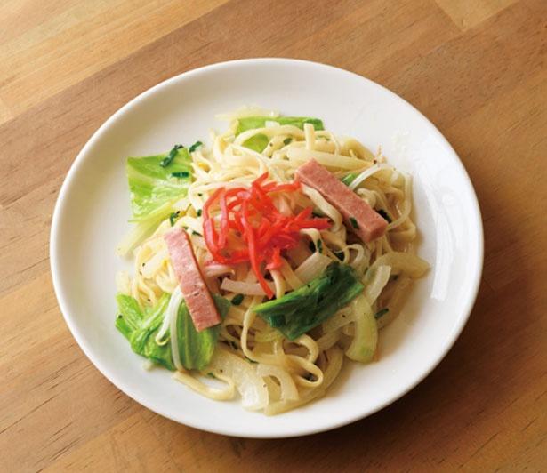 島やきそば(480円)。沖縄そばと同じ麺を使用しているので、食べ応えも抜群/大衆酒場 スタンド ミルクホール