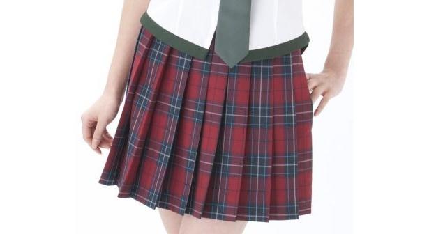 糸1本にまでこだわったオリジナル生地を使用。完全な制服仕様に仕立てたスカート