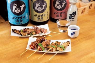 """肝の大動脈""""つなぎも""""や食道の""""とうりみち""""など、珍しい部位が楽しめる鶏ホルモン串は129円から/OSAKA バンザイ酒蔵"""